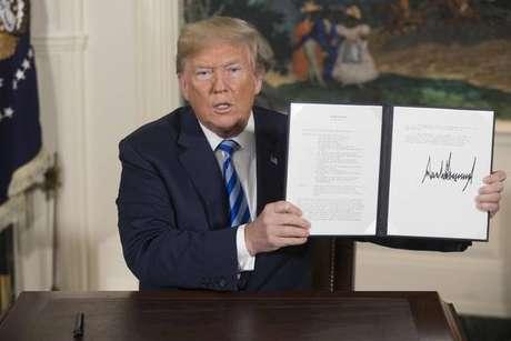 Donald Trump após assinar saída de acordo nuclear com o Irã.