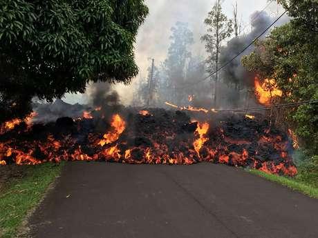 O avanço da lava do vulcão Kilauea tem destruído parte da infraestrutura do Havaí e já provocou a evacuação de aproximadamente 2 mil residentes