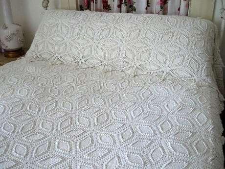18. Esta colcha é feita com um padrão que parece feito de folhas