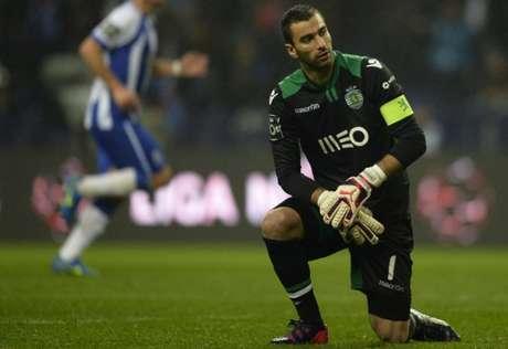 Rui Patrício deve fazer seu último jogo com a camisa do Sporting no próximo domingo (MIGUEL RIOPA / AFP)