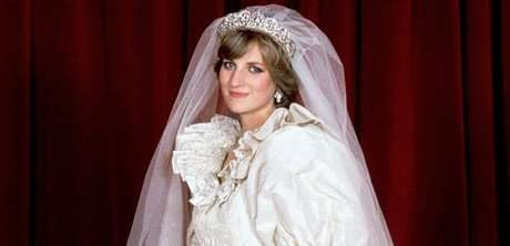 Diana em retrato oficial de seu casamento: o conto de fadas virou um filme de terror