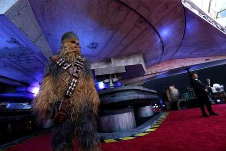 """Personagem Chewbacca na pré-estreia de """"Han Solo: Uma História Star Wars"""" em Los Angeles 10/05/2018 REUTERS/Mario Anzuoni"""