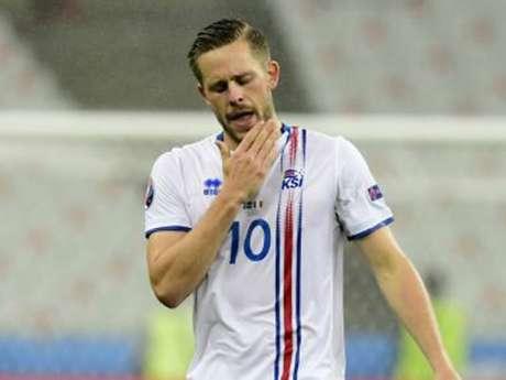 Sigurdsson está lesionado desde o dia 10 de março (Foto: AFP)