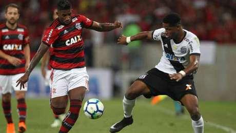 Rodinei fez boa partida e levou o Flamengo ao ataque pelo lado direito (Foto: Paulo Sérgio/Agência F8)