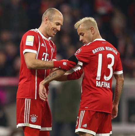 Robben e Rafinha renovam com o Bayern Munique por mais um ano