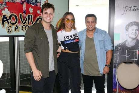 """Matheus, Anitta e Kauan no lançamento do clipe """"Ao Vivo e em Cores"""" (Fotos: Deividi Correa/AgNews)"""