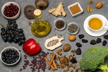 Alimentação e menopausa: alimentos ricos em antioxidantes podem atrasar a menopausa