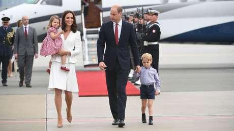 A rainha Elizabeth alterou normas para que os filhos de William e Kate pudessem ser chamados de príncipe e princesa