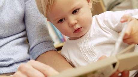 Bebês podem ser estimulados desde cedo a aprender outros idiomas; mas até agora não havia clareza quanto a uma 'idade ótima' de aprendizado
