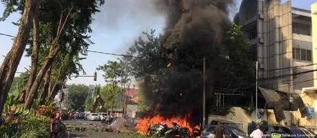Igreja pentecostal em chamas: ataques também tiveram como alvo templo protestante e católico