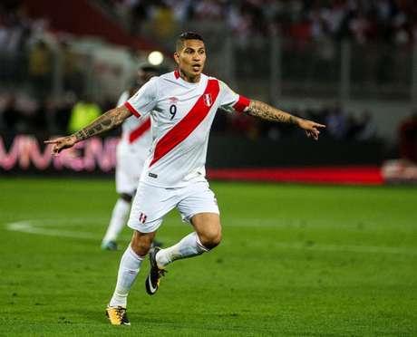 Guerrero é o principal jogador da seleção do Peru (Foto: ERNESTO BENAVIDES/AFP)
