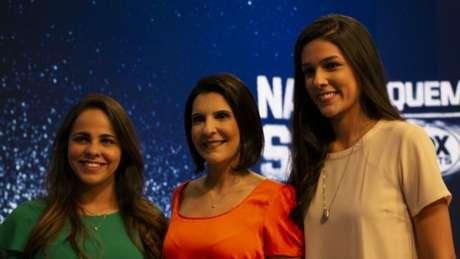 Vanessa Riche foi curadora do Projeto Narra Quem Sabe; Isabelly Morais ( à esquerda) e Renata Silveira (à direita) foram selecionadas, junto com Manuela Avena, que não pôde ir ao programa (Foto: Thaynara Lima)