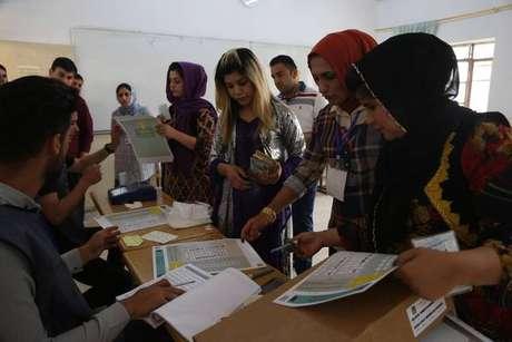 Eleições no país foram marcadas por supostas irregularidades de votação.