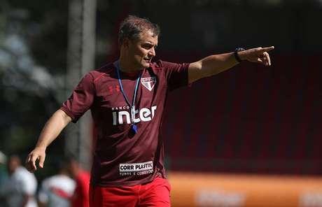 O técnico Diego Aguirre em treino do São Paulo.
