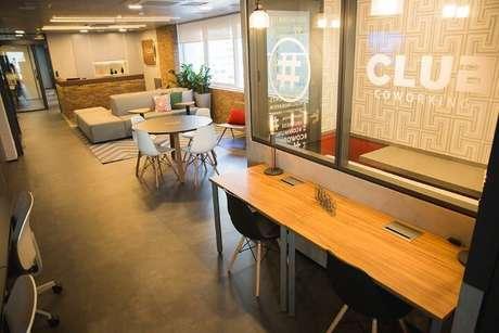 1. Decoração despojada e moderna do Club Coworking