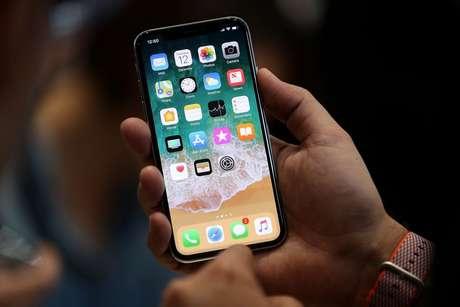 o iPhone X trouxe tela de OLED com suporte HDR e True Tone (Imagem: Reprodução / Pinterest)