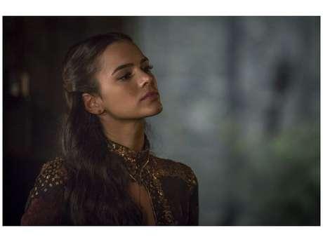 """Em """"Deus Salve o Rei"""", Catarina (Bruna Marquezine) se livra da peste"""
