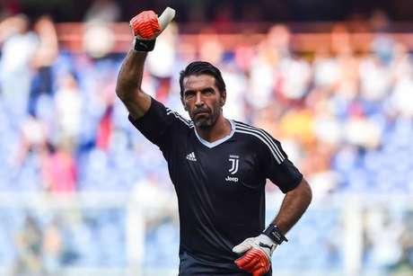Buffon não terá adeus 'à la Totti', diz empresário