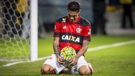 Fim da linha: Guerrero não irá mais atuar com a camisa do Flamengo, com essa nova suspensão (Jeferson Guareze/AGIF)