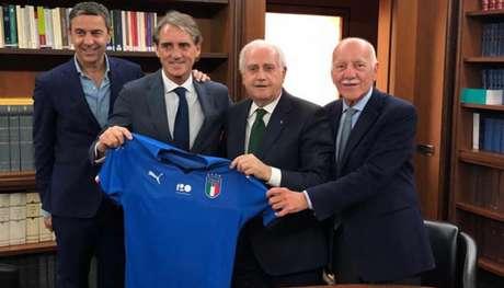 Mancini foi anunciado na última segunda-feira e já concedeu entrevista coletiva (Foto: Divulgação)