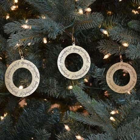 13. Inspiração de decoração de árvore de natal com reciclagem com CD