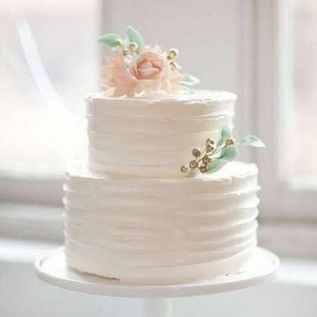 9. Decoração com flores em bolo de casamento 2 andares