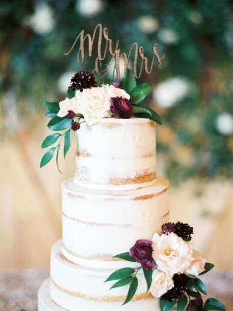 16. O bolo de casamento simples também pode ser grande