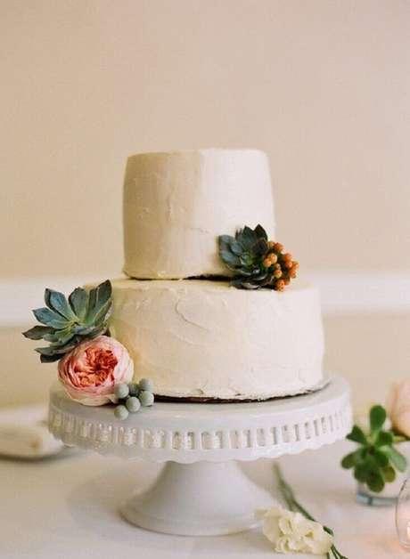36. As fotos de bolo de casamento simples 2 andares com suculentas decorando ficam lindas
