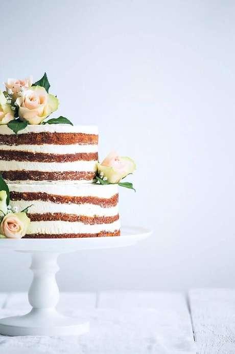 22. O naked cake é um dos bolo de casamento simples preferido dos noivos