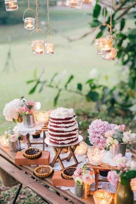 44. O red velvet também é um lindo bolo de casamento simples