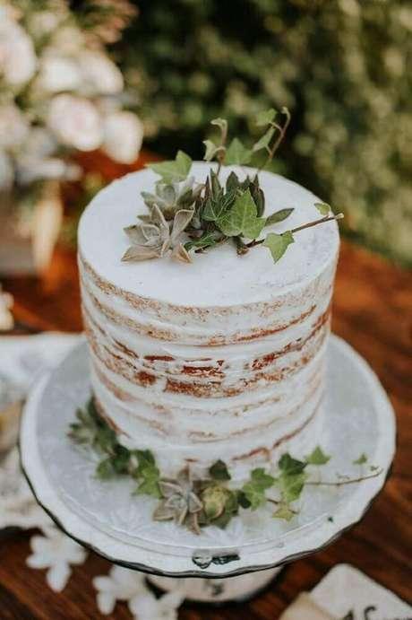 15. Linda decoração rústica para bolo simples de casamento com suculentas