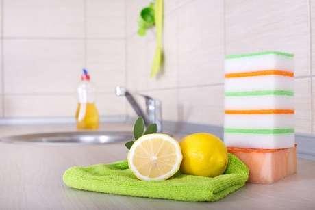 Limões sobre um pano de prato