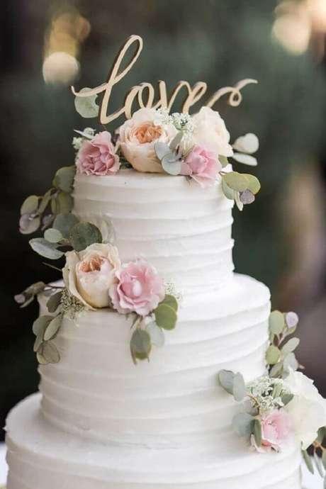 49. Decoração delicada para bolo de casamento 2 andares