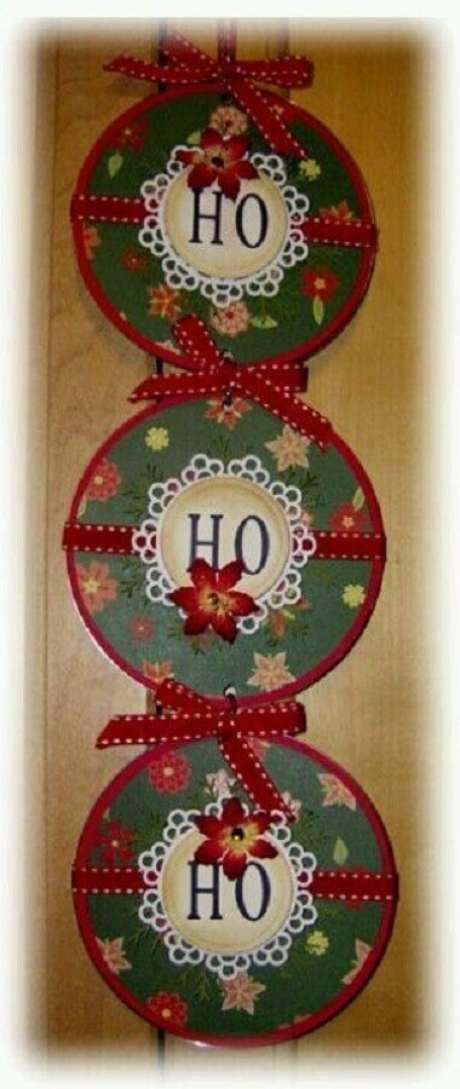 35. Enfeite de natal feito de artesanato com CD