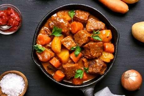 Carne com batata e cenoura: incrível receita de guisado, superfácil de fazer