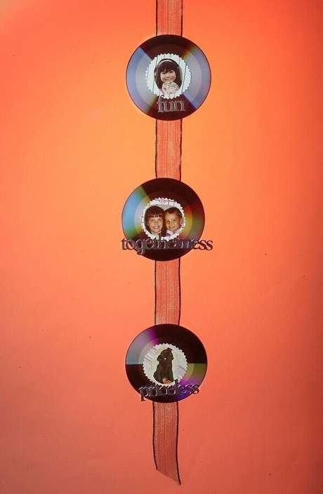 23. Modelo simples de porta retrato de CD para decoração