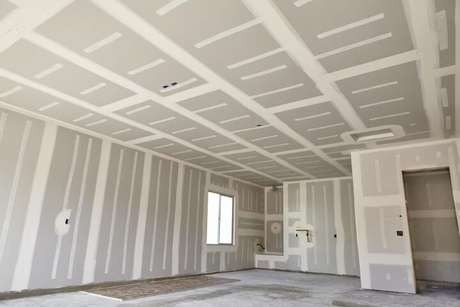 40. Você pode usar o gesso nas paredes e também no teto