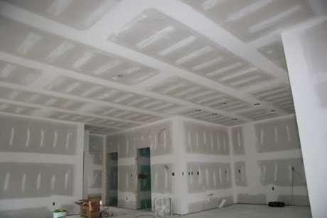 26. As paredes de gesso são bem aproveitadas em ambientes pequenos e amplos
