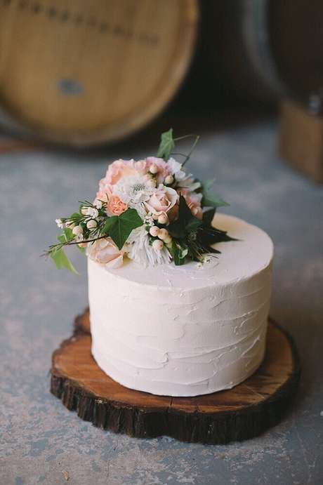 4. Prefira sabores clássicos para o seu bolo simples de casamento.