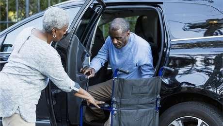 Cuidar de uma pessoa com Alzheimer pode ser muito estressante
