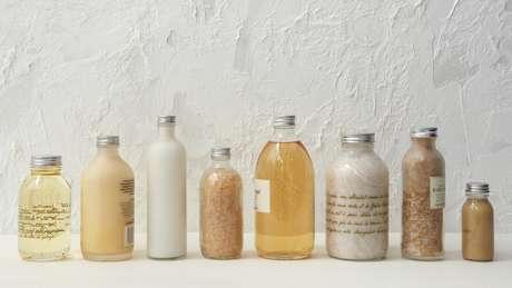 Especialista recomenda que consumidores evitem usar miniaturas de plástico com produtos de higiene disponíveis em banheiros de hoteis