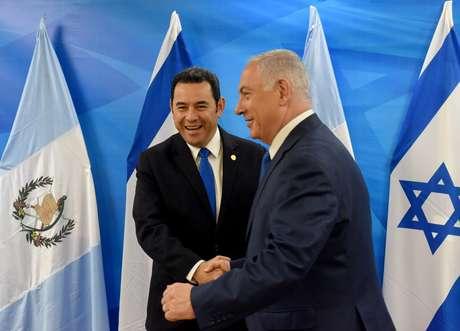 Premiê israelense, Benjamin Netanyahu, e presidente da Guatemala, Jimmy Morales, em Jerusalém 16/05/2018 Debbie Hill/Pool via Reuters