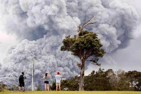 Cinzas de erupção do vulcão Kilauea, no Havaí 15/05/2018 REUTERS/Terray Sylvester