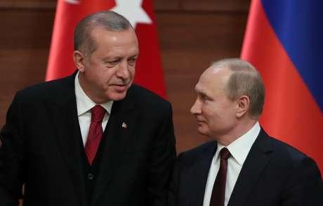 Presidentes da Turquia, Tayiip Erdogan, e da Rússia, Vladimir Putin, durante entrevista conjunta em Ancara 04/04/2018 REUTERS/Umit Bektas