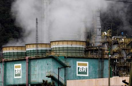 Tanques da Petrobras em Cubatao, Brasil  03/02/2018 REUTERS/Paulo Whitaker