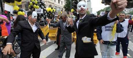 Manifestantes protestam em Buenos Aires contra o pedido de ajuda ao FMI