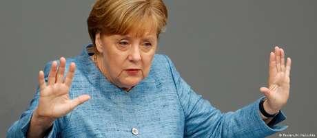 Em discurso de mais de 30 minutos no Bundestag, Merkel não fez nenhuma menção à AfD
