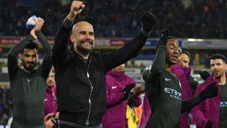 Guardiola conquistou a Premier League em sua segunda temporada no Manchester City (Foto: AFP)