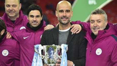 Guardiola faturou também a Copa da Liga Inglesa na temporada (Foto: AFP)