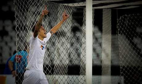Pedro marcou um gol contra o Botafogo (Foto: LUCAS MERÇON / FLUMINENSE F.C.)